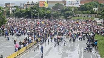 Экономическая рецессия в Венесуэле привела к годовой инфляции в 2000 процентов