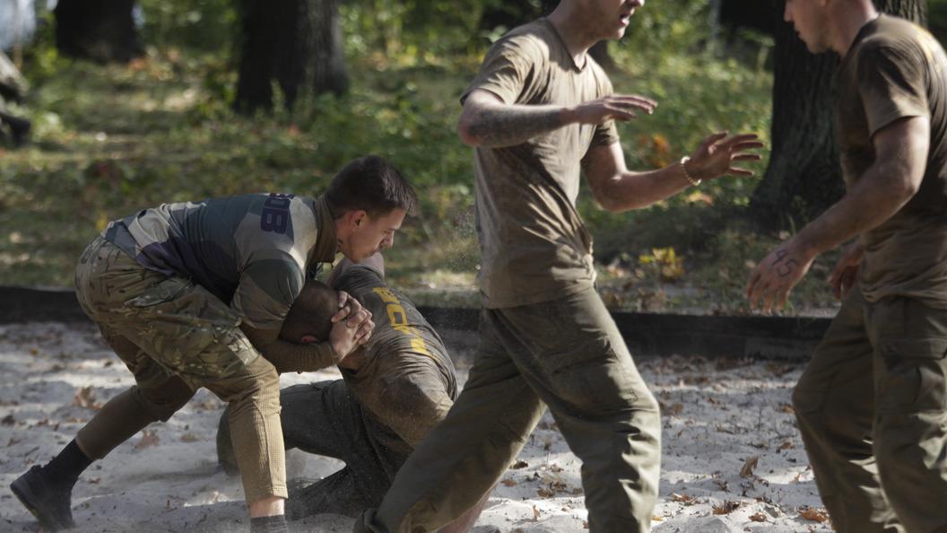 ВОдессе 40 человек вбалаклавах попытались захватить военный объект