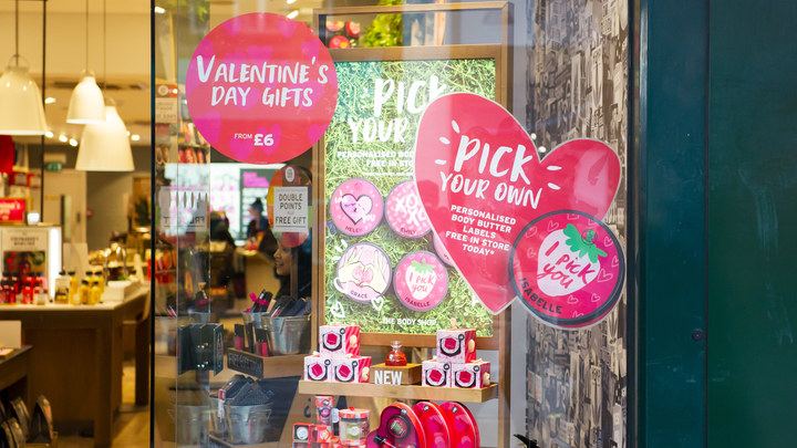 Мы упустили момент: Иностранные бренды манипулируют русскими в День святого Валентина