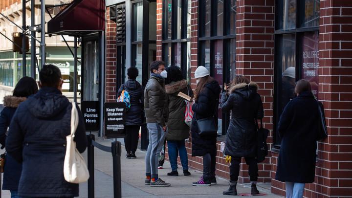 Жителям Нью-Йорка запретили есть вне дома: Слишком высокий риск