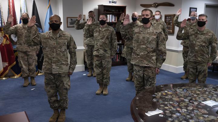 Военным США отрежут лишнее: Байден гарантировал бесплатную смену пола