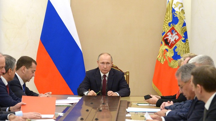 Путин поручил провести проверки торговых центров без компанейщины