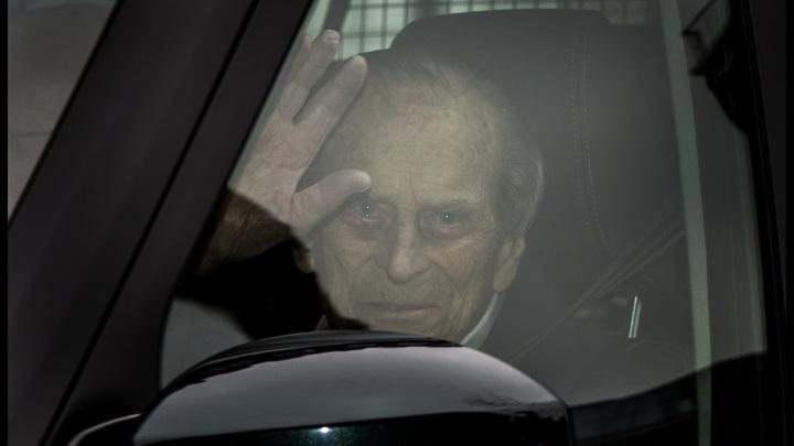 Муж королевы Елизаветы II попал в ДТП: Машина принца Филиппа перевернулась