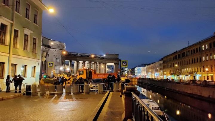 В Санкт-Петербурге из-за протестующих полностью закрыли три станции метро