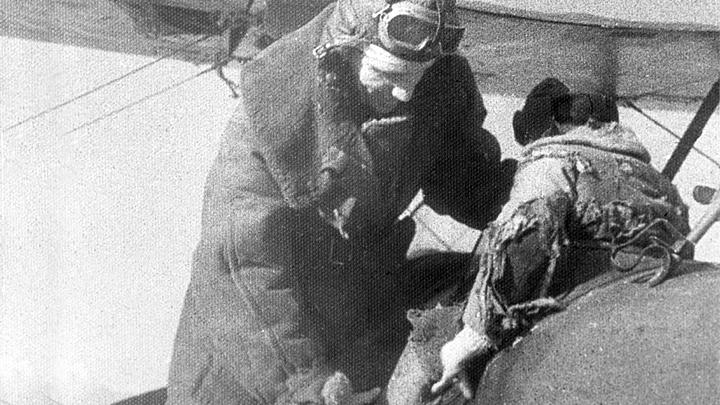 Лётчик горел, но не выпускал штурвал из рук! Как Александр Мамкин спас детей-сирот