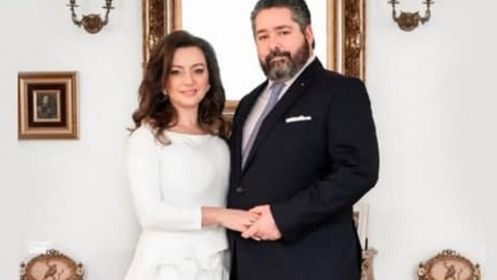 Потомок Императорского дома Георгий Романов подарил жене семейную реликвию