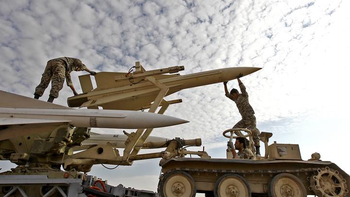 Иран отметил годовщину войны с Ираком показом новой боеголовки Хорремшехр