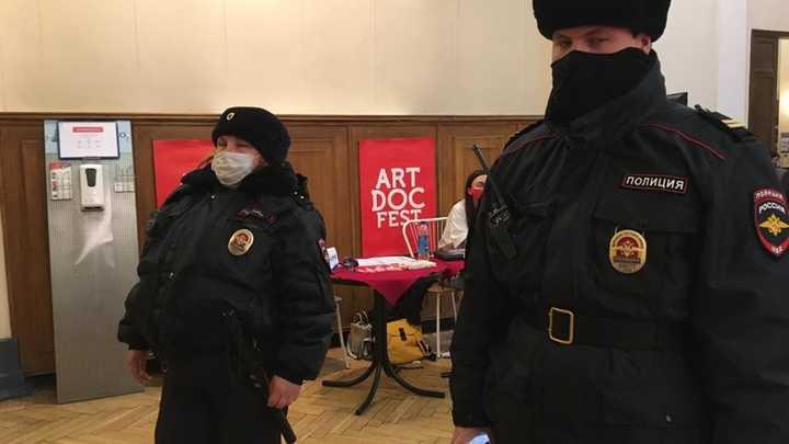 «Кино про чеченских содомитов и воинов АТО» Почему на самом деле сорвали «Артдокфест» в Петербурге