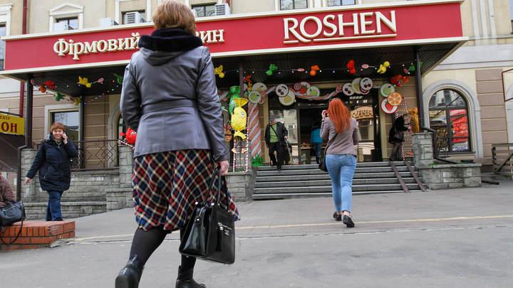 С секретной начинкой: СБУ разоблачила шпионов, прятавших гостайну в конфетах Порошенко