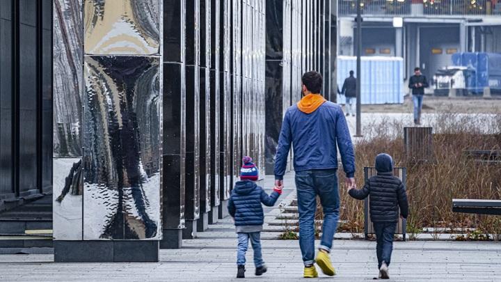 Виновата не только бедность: Эксперт дал рецепт, как России через 11 лет не угодить в демографическую яму