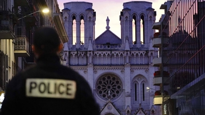 На убийство пошёл с тремя ножами и двумя телефонами: Теракт в церкви в Ницце восстановлен поминутно