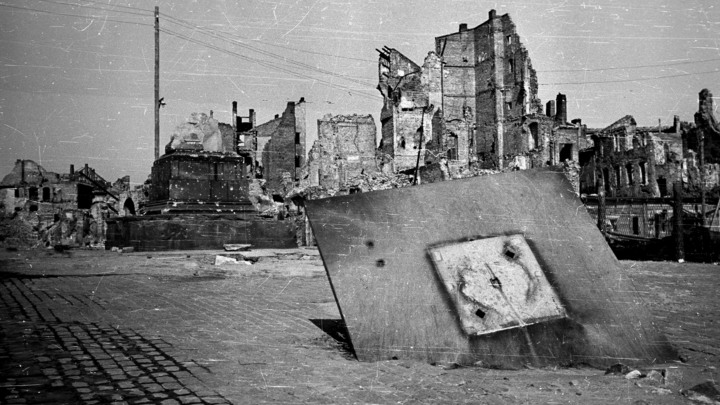 Могилы в каждом дворе, на улицах тела поляков: Рассекречены документы об отступлении гитлеровцев из Варшавы