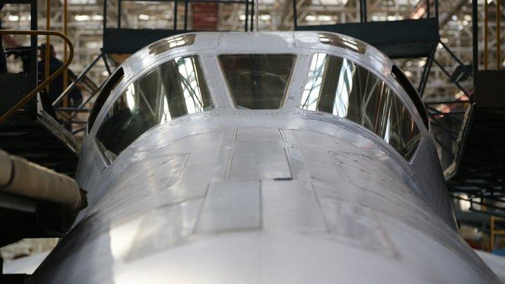 Ту-160 ВКС России пощекотали нервы НАТО над Северной Атлантикой