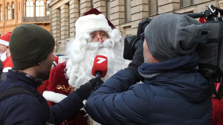 Счастья и окончания пандемии: Жители России попросили у Деда Мороза необычных подарков