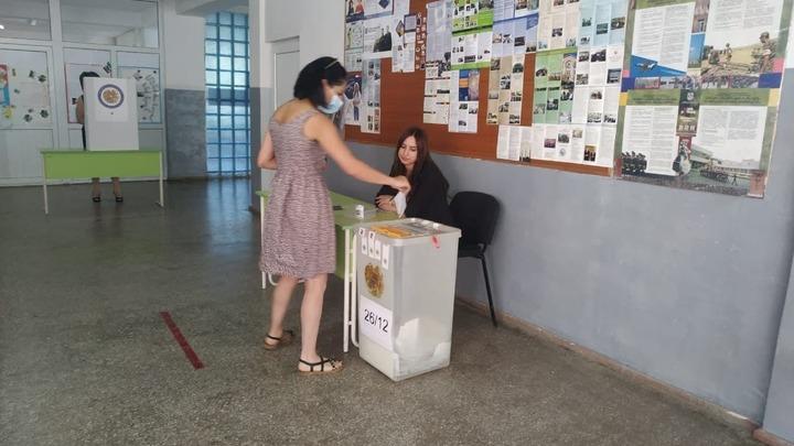 Пересчет голосов избирателей начался в Армении