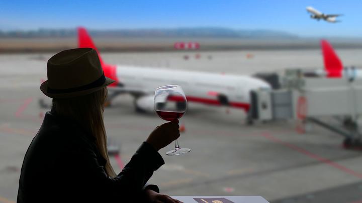 Оказалась на дне:  Женщина отказалась платить 90 тысяч за пару глотков вина