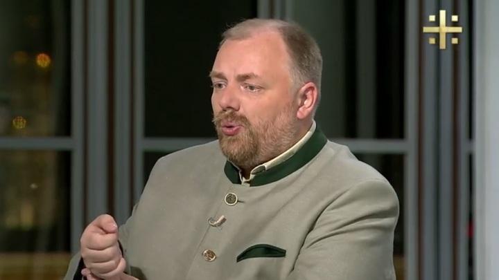 Холмогоров об авиакомпаниях: Они хотят получать сверхдоходы, обирая людей