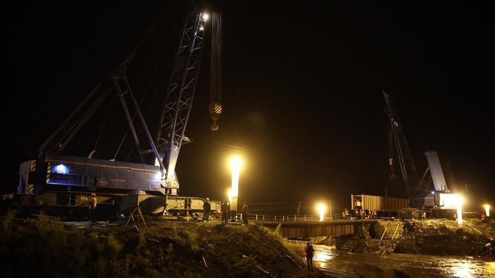 Первый пролёт смытого паводком железнодорожного моста восстановили на Транссибе