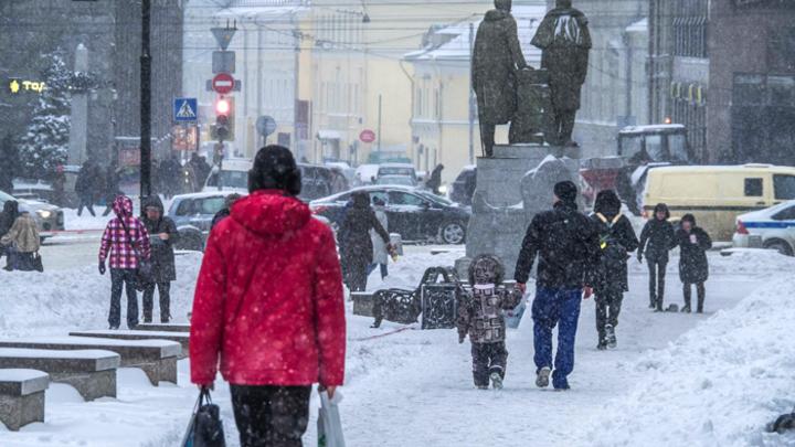 Снег опять пришёл в Москву внезапно