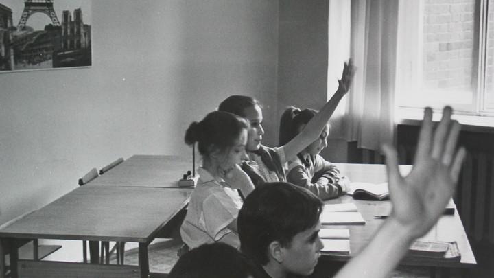 ПодберезАвик, ялоня, помЕдоры: Во Владивостоке родители просят спасти их детей от неграмотной учительницы