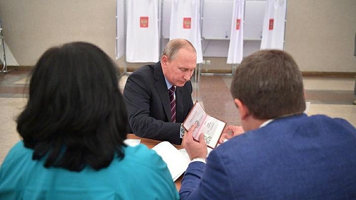 В интернете опубликовали фото паспорта Путина