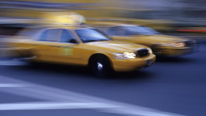 Uber по-грузински: В Тбилиси таксист вышвырнул украинку из авто