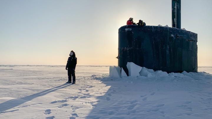 Пробила лёд и всплыла: Атомная подлодка США появилась у военной базы России в Арктике