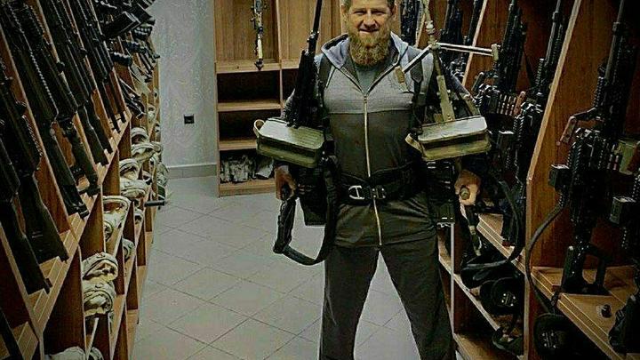 Песков о фото Кадырова с пулемётами: Не важно, кто ты - рядовой гражданин или губернатор