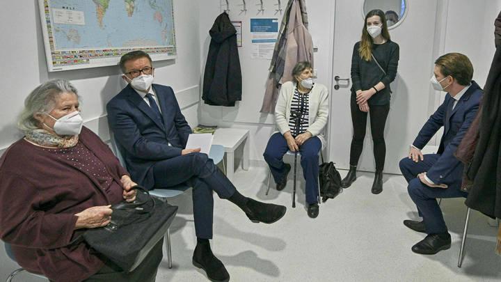 Жители Бердска пожаловались на многочасовые очереди к врачу