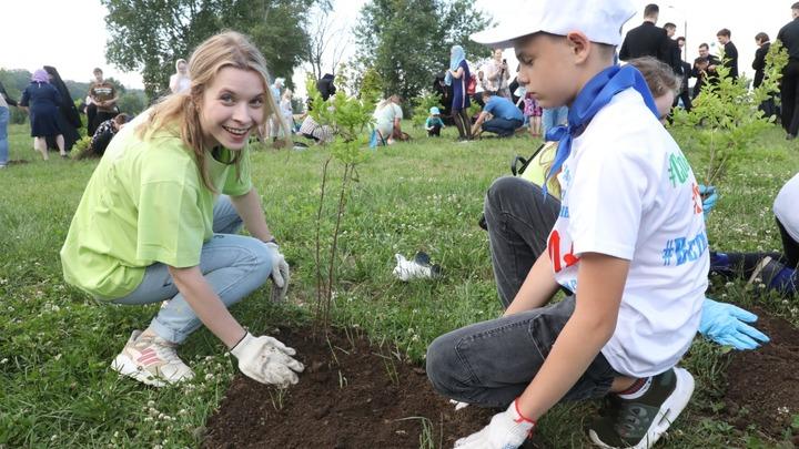 В День России в Печерском парке высадили 600 деревьев