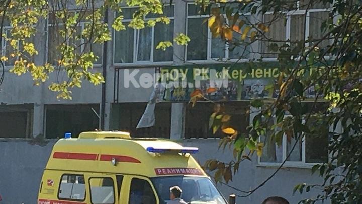 «Юля, там закрыто, дверь закрыта!»: Студенты метались по этажам, пытаясь выбраться из колледжа - видео