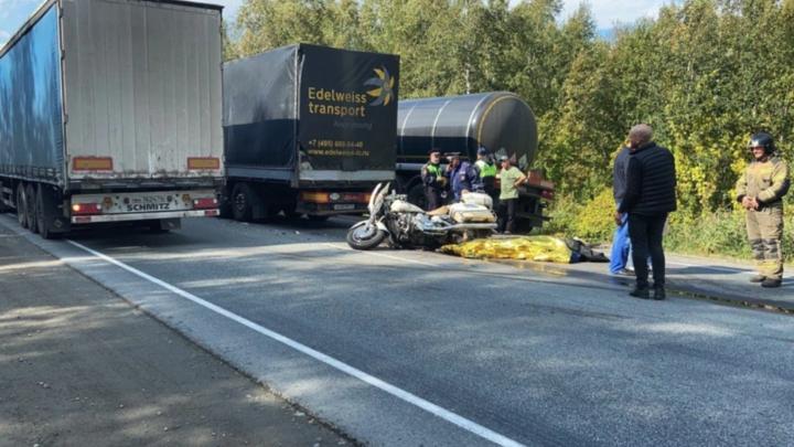 На трассе М5 в Челябинской области в тройном ДТП погиб мотоциклист