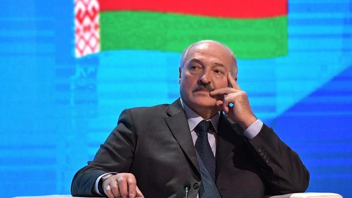 Лукашенко с сыном вышли на лед против Путина под одним номером