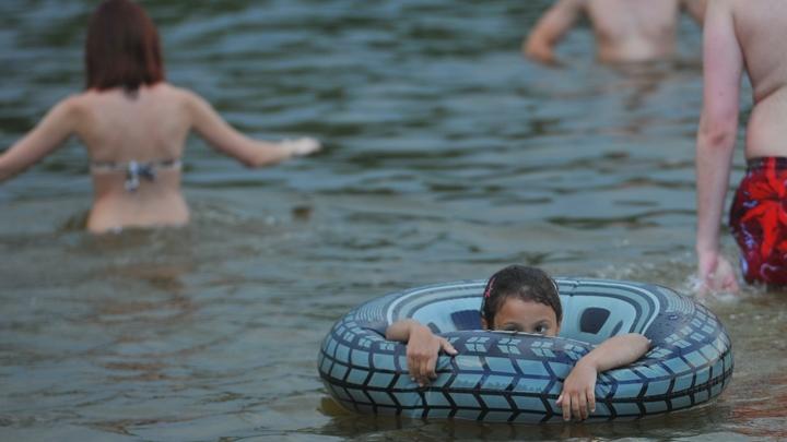 Жители Екатеринбурга массово пожаловались на зуд после купания в Шарташе