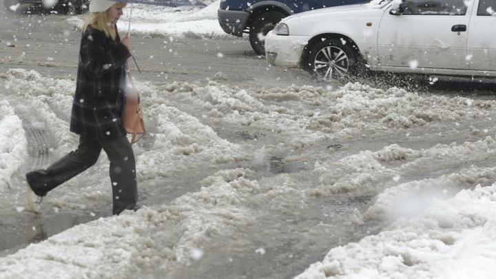 На Ростов обрушатся ураганный ветер, снег и мороз: Объявлено экстренное предупреждение