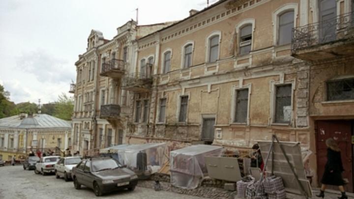 Ветхие дома в России сохранят. Эксперт требует перестать латать дыры