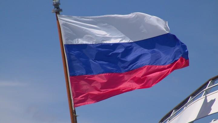 Украинских пользователей удивил российский флаг на селфи Цимбалюка с Януковичем