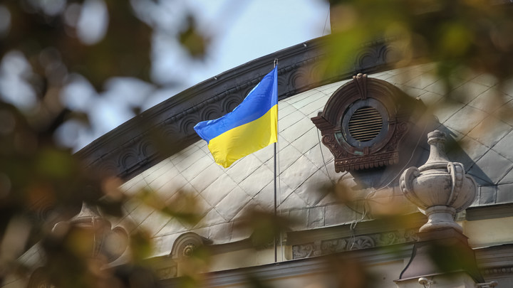 Можно еще глобус Украины выпустить: В команде Зеленского предложили переименовать русский язык и Россию на картах