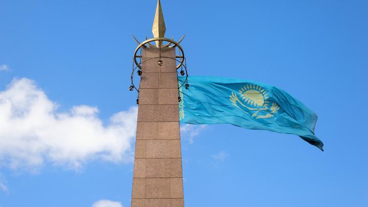 Прогнулся под санкциями? Казахстан разорвал контракт с Газпромнефтью