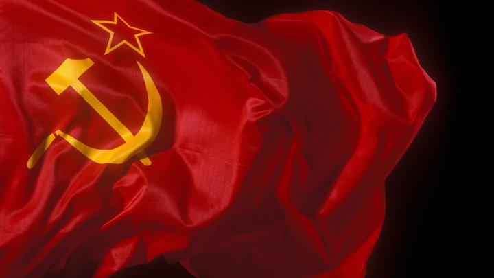 Флаг СССР на улицах Берлина спровоцировал конфликт спустя 74 года после Победы