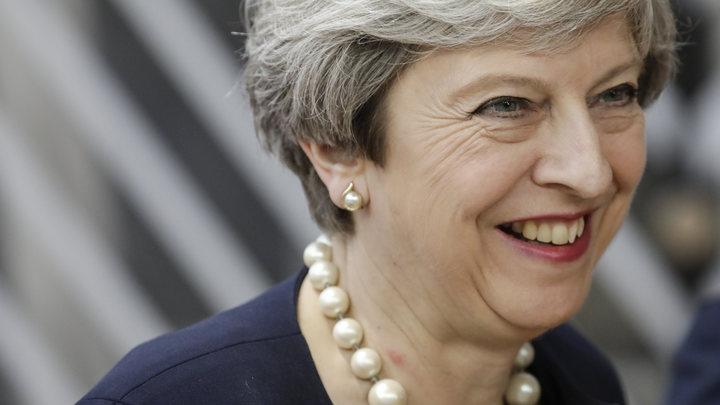 Британские консерваторы хотят отправить Терезу Мэй в отставку