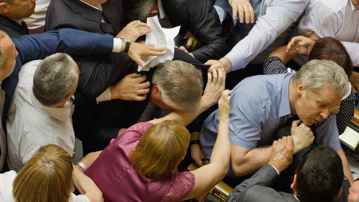 Не продержались и недели: Новый мордобой в Верховной раде Украины - видео
