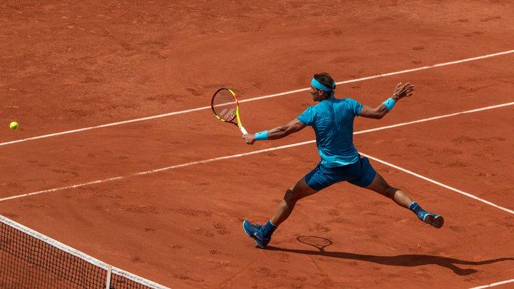 Первая ракетка мира сыграл в теннис с болл-боем на Ролан Гаррос