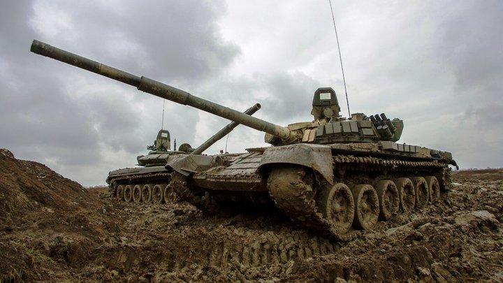 Три зелёных лебедя и один белый: Русские устроили танковый балет на Армии-2021