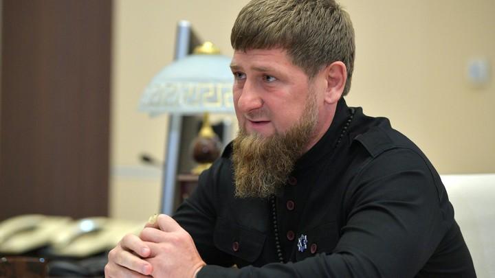 Забота о народе: Пока Кадырова увольняли, он внимательно слушал послание Путина