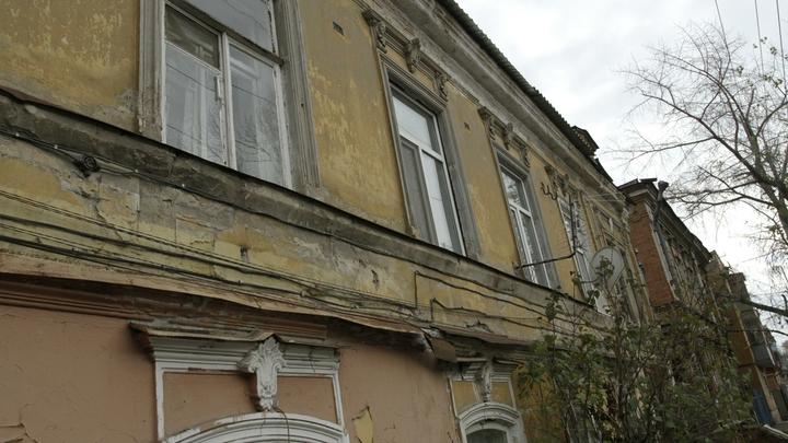 Жильцы разрушившегося дома несколько лет жаловались на трещины