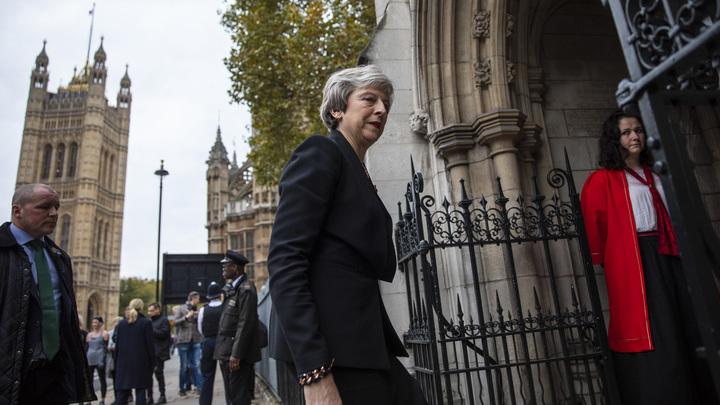 Мэй пообещала британским военным новые вызовы и похвалила за защиту от России
