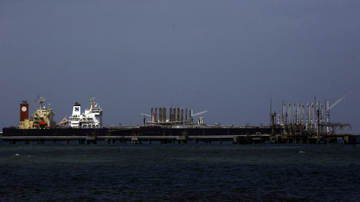 Хуан Гуаидо, не получивший легитимную власть в Венесуэле, уже делит добываемую в государстве нефть