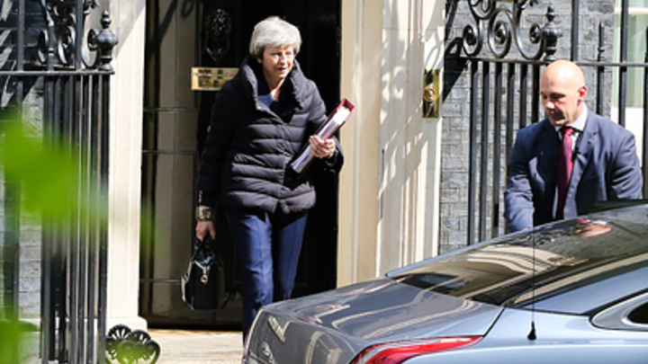 Наша Тереза громко плачет: В Великобритании рассказали о сожалениях Мэй по поводу выборов в Европарламент