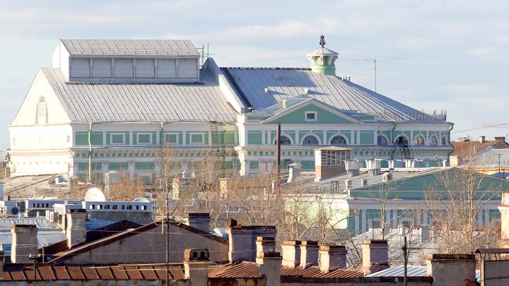 Буфет закрыт, театр продолжает работу: Более 10 сотрудников Мариинки слегли с отравлением